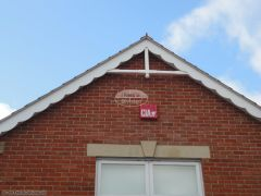 Bespoke decorative fascia with flying trusses